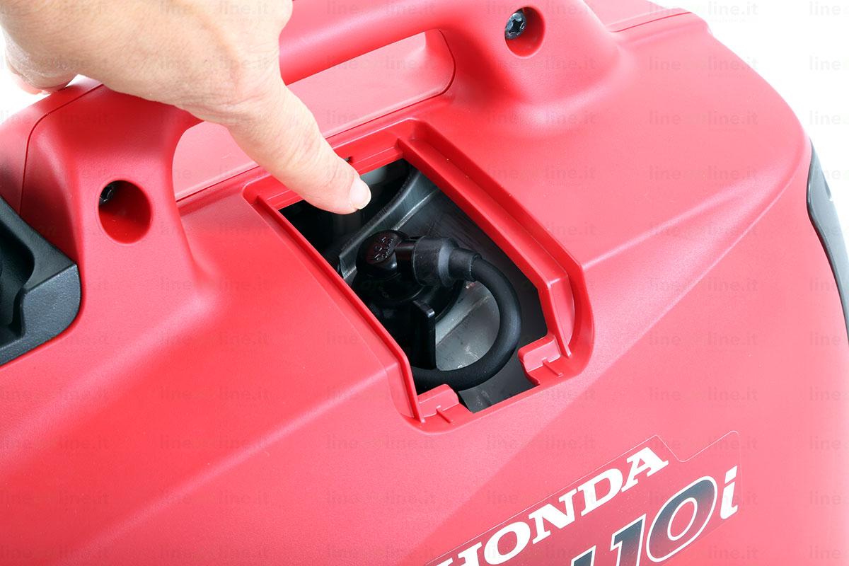 Generatore corrente Honda EU10i vano candela