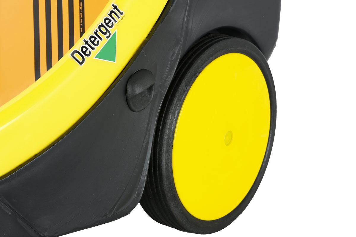 idropulitrice-lavor-xtr-1007-ruota-e-ingresso-serbatoio-detergente