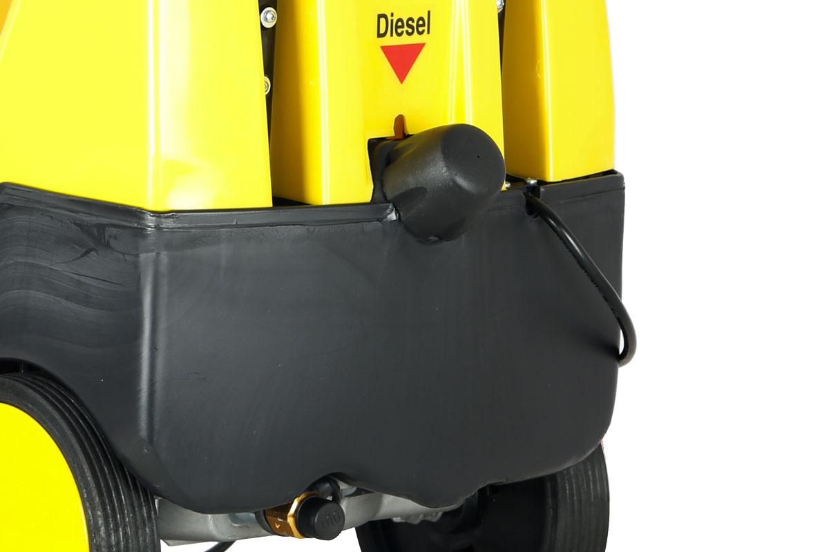 idropulitrice-lavor-xtr-1007-uscita-acqua-e-serbatoio